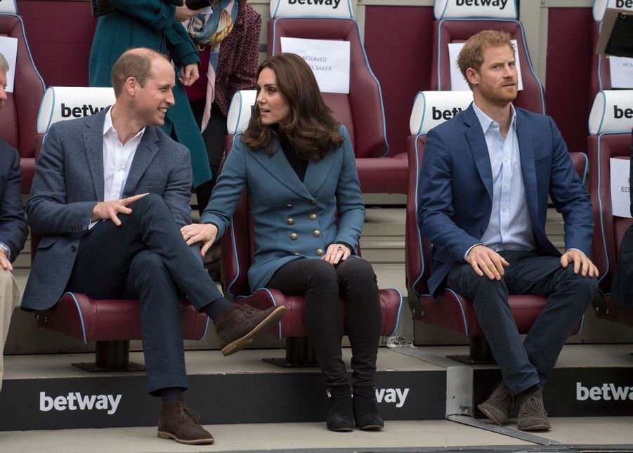 Kate, William et Harry en visite au stade de West Ham United, le 18 octobre 2017