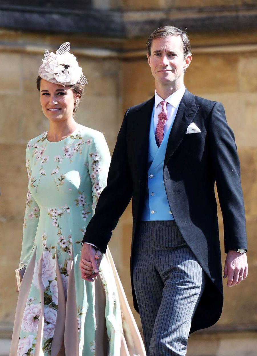 Pippa Middleton a assisté au mariage de son beau-frère le prince Harry au bras de son mari James Matthews.