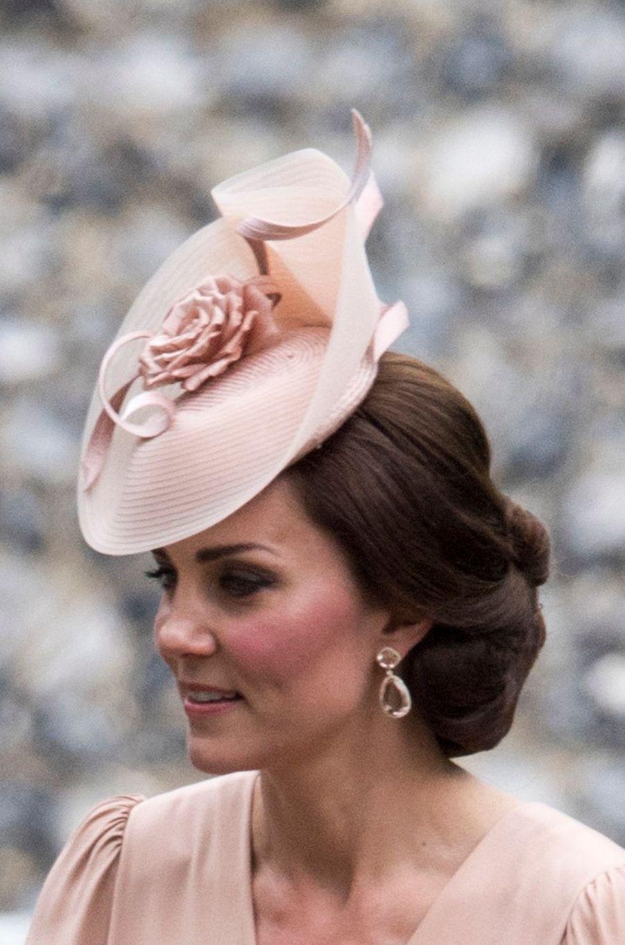 Les boucles d'oreille de la duchesse Catherine de Cambridge au mariage de Pippa Middleton à Englefield, le 20 mai 2017