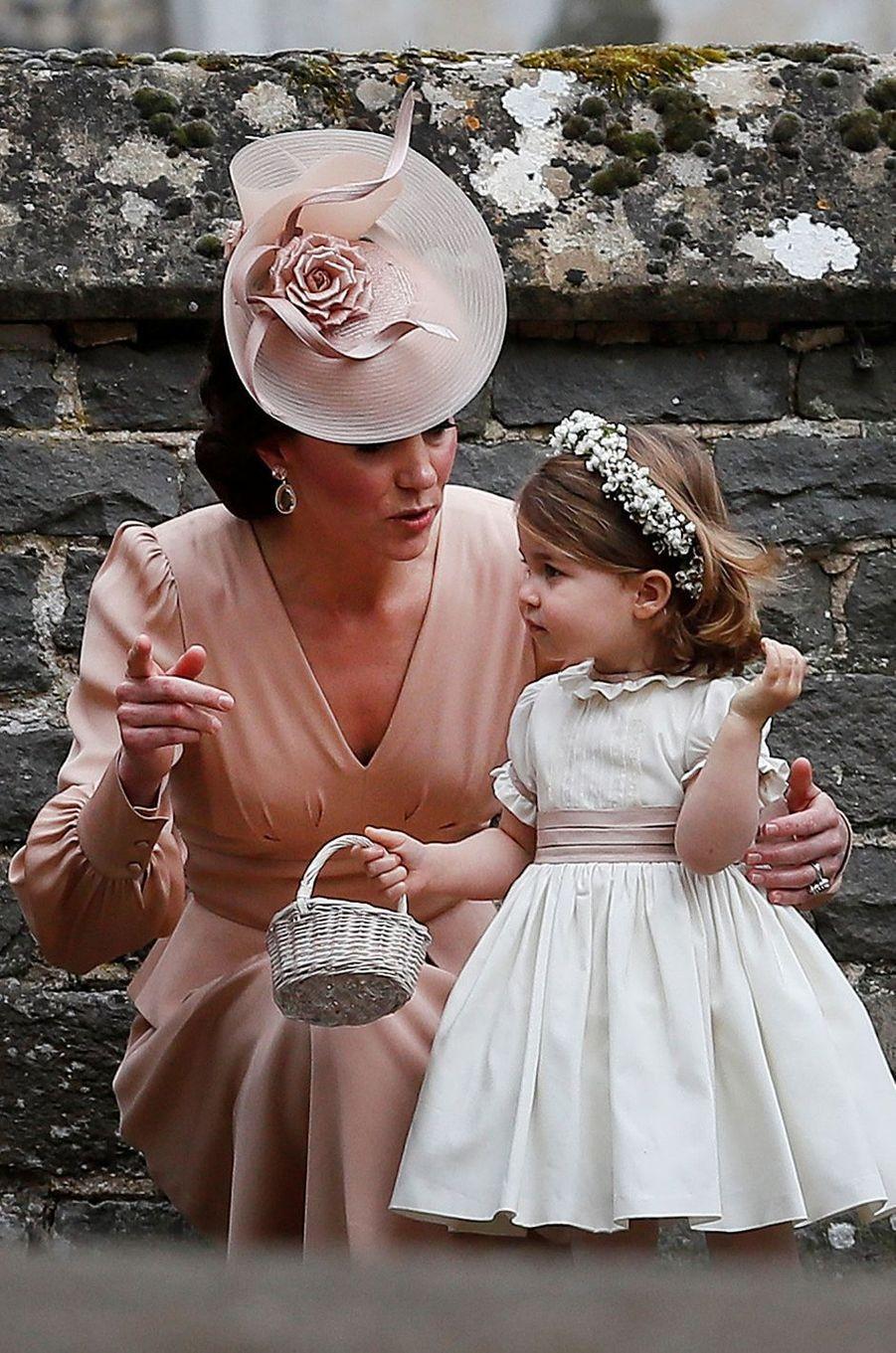 Le bibi de la duchesse Catherine de Cambridge au mariage de Pippa Middleton à Englefield, le 20 mai 2017