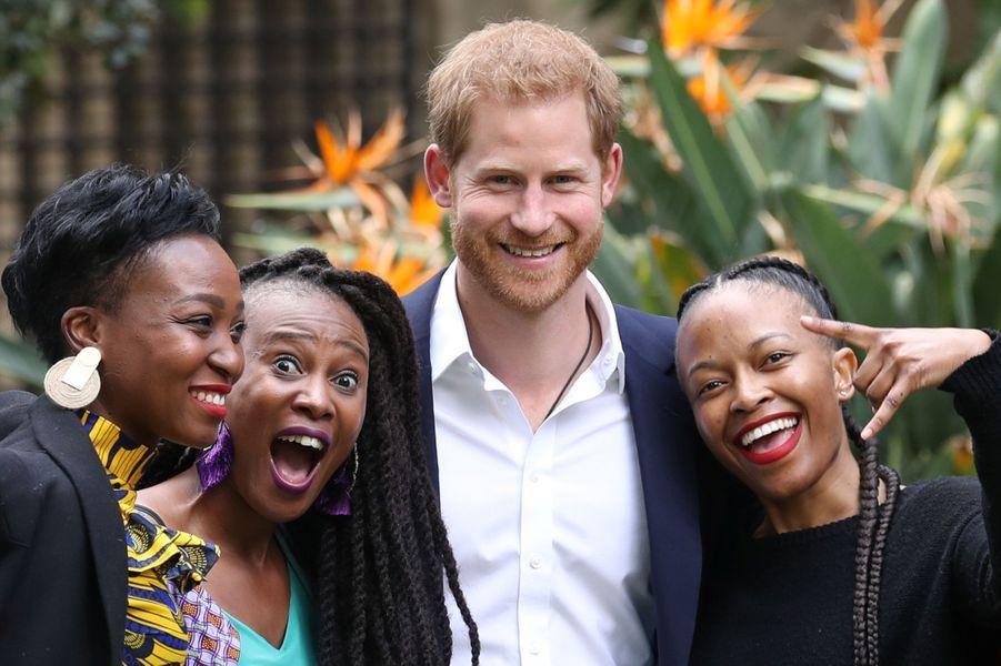 Le prince Harryà la réception organisée àla résidence du Haut-commissaire de Grande-Bretagne en Afrique du Sud àJohannesburg le 2 octobre 2019