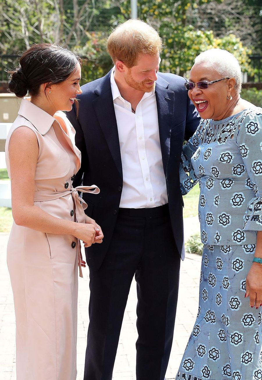 Meghan Markle et le prince Harry rencontrentGraça Machel, la veuve de Nelson Mandela, àJohannesburg, en Afrique du Sud, le 2 octobre 2019