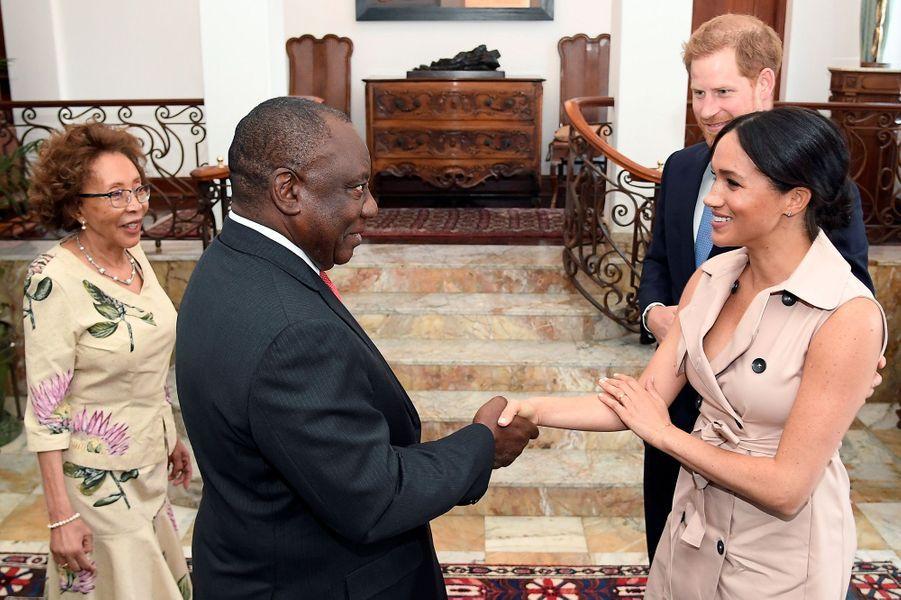 Meghan et Harry rencontrent le président sud-africain Cyril Ramaphosa et son épouse Tshepo Motsepe à Pretoria, le 2 octobre 2019