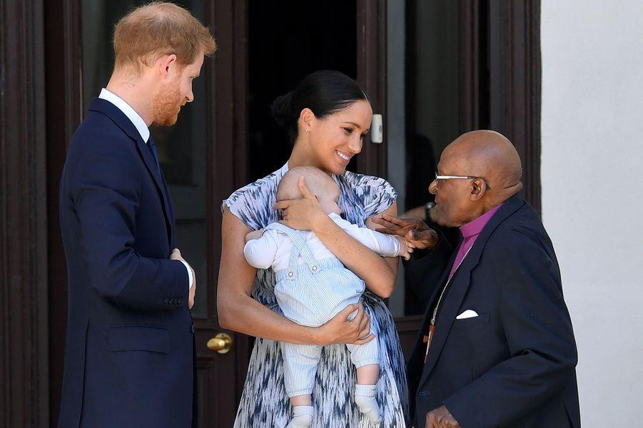 Meghan, Harry et leur fils Archie rencontrent l'archevêque Desmond Tutu au Cap, le 25 septembre 2019