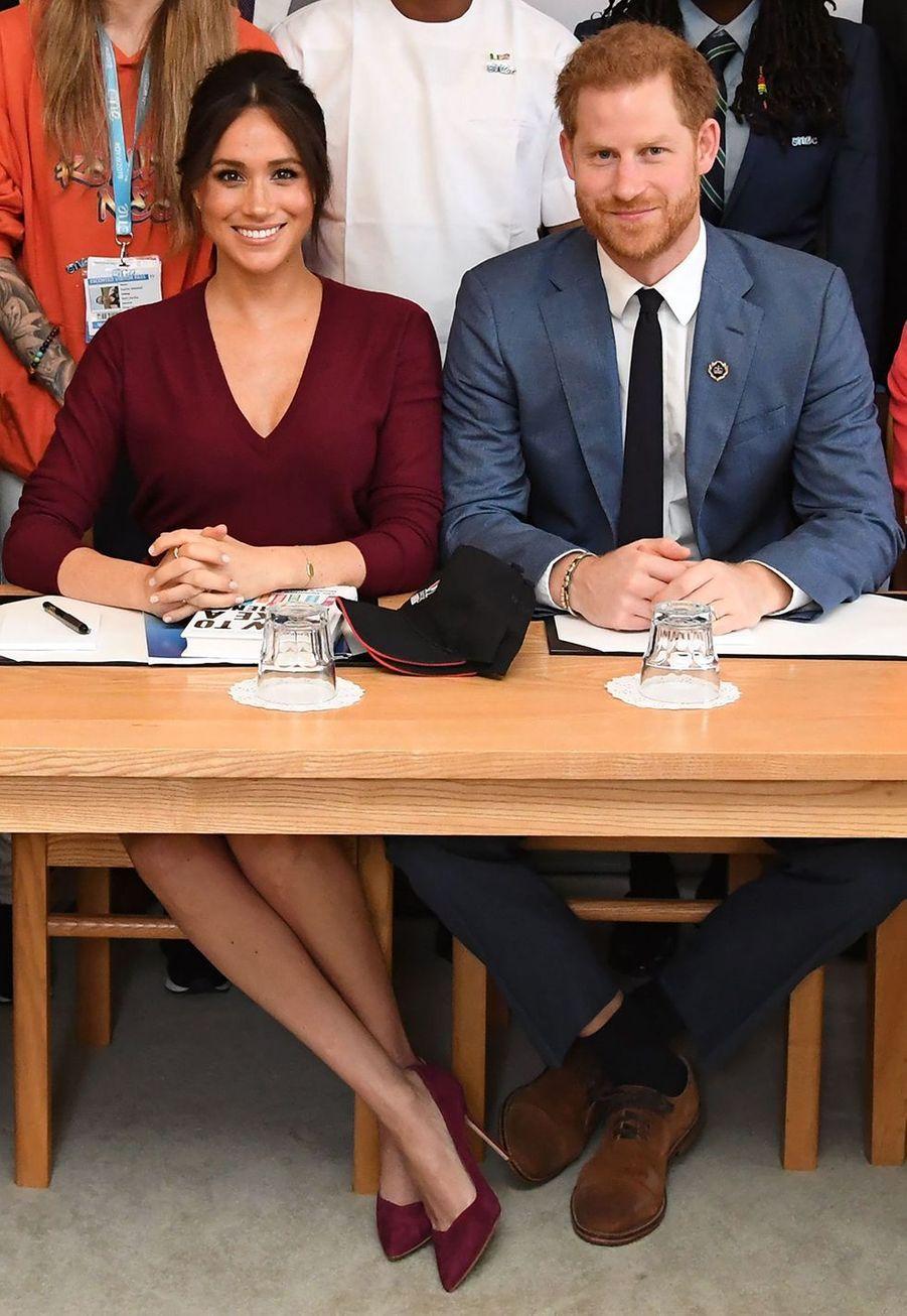 Meghan Markle et le prince Harry assistent à une table ronde sur l'égalité des sexes au château de Windsor le 25 octobre 2019.