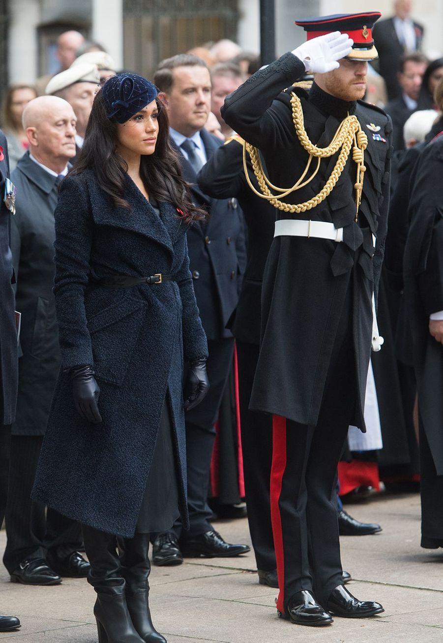 Meghan Markle et le prince Harry rendent hommage aux soldats tombés lors de la Première Guerre mondialeau mémorial Field of Remembrance deWestminster Abbey, à Londres le 7novembre 2019.
