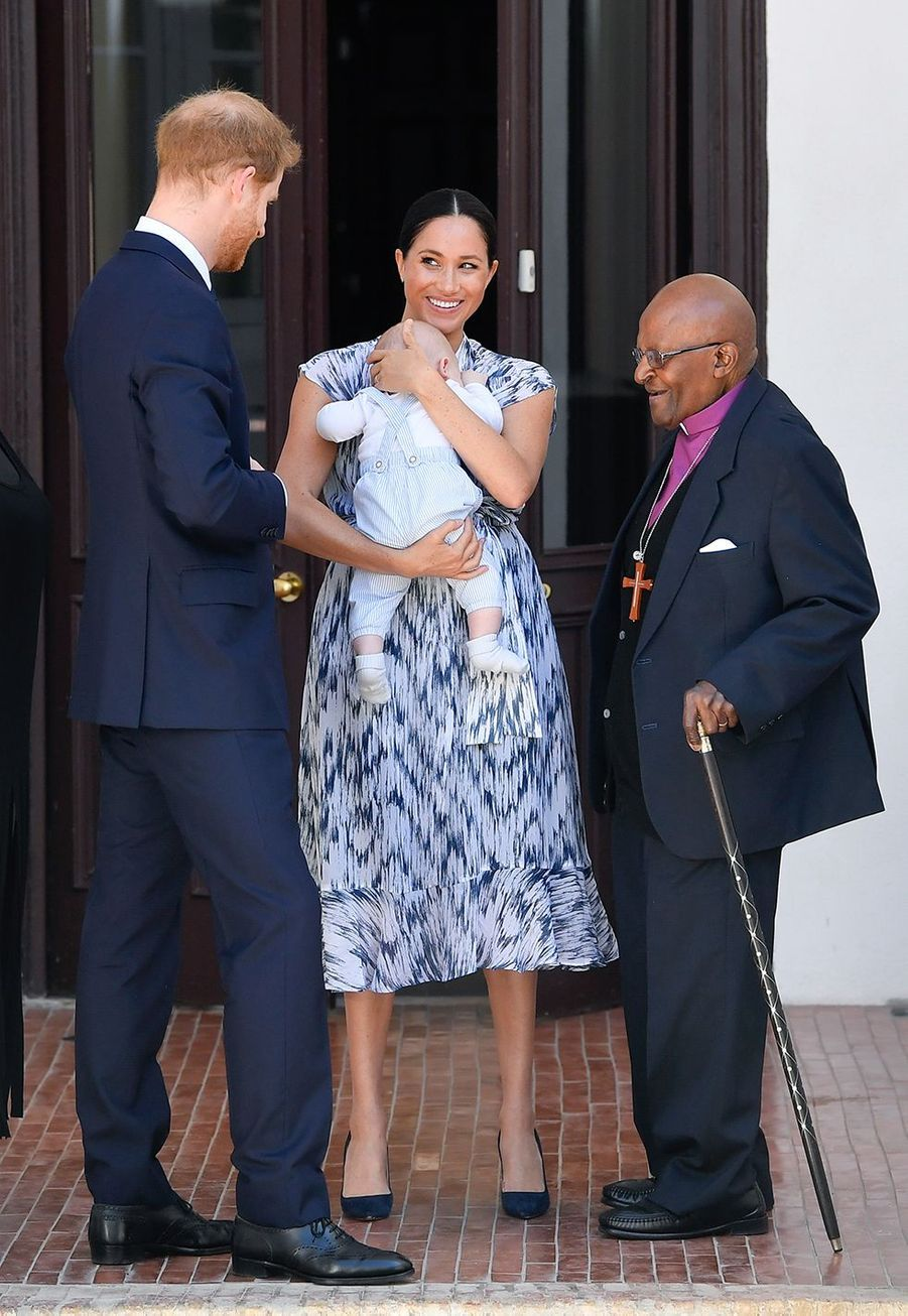 Meghan Markle, le prince Harry rencontrent l'archevêque Desmond Tutu avec le petit Archie à Cape Town le 25 septembre 2019, à l'occasion de leur voyage officiel d'Afrique du Sud.
