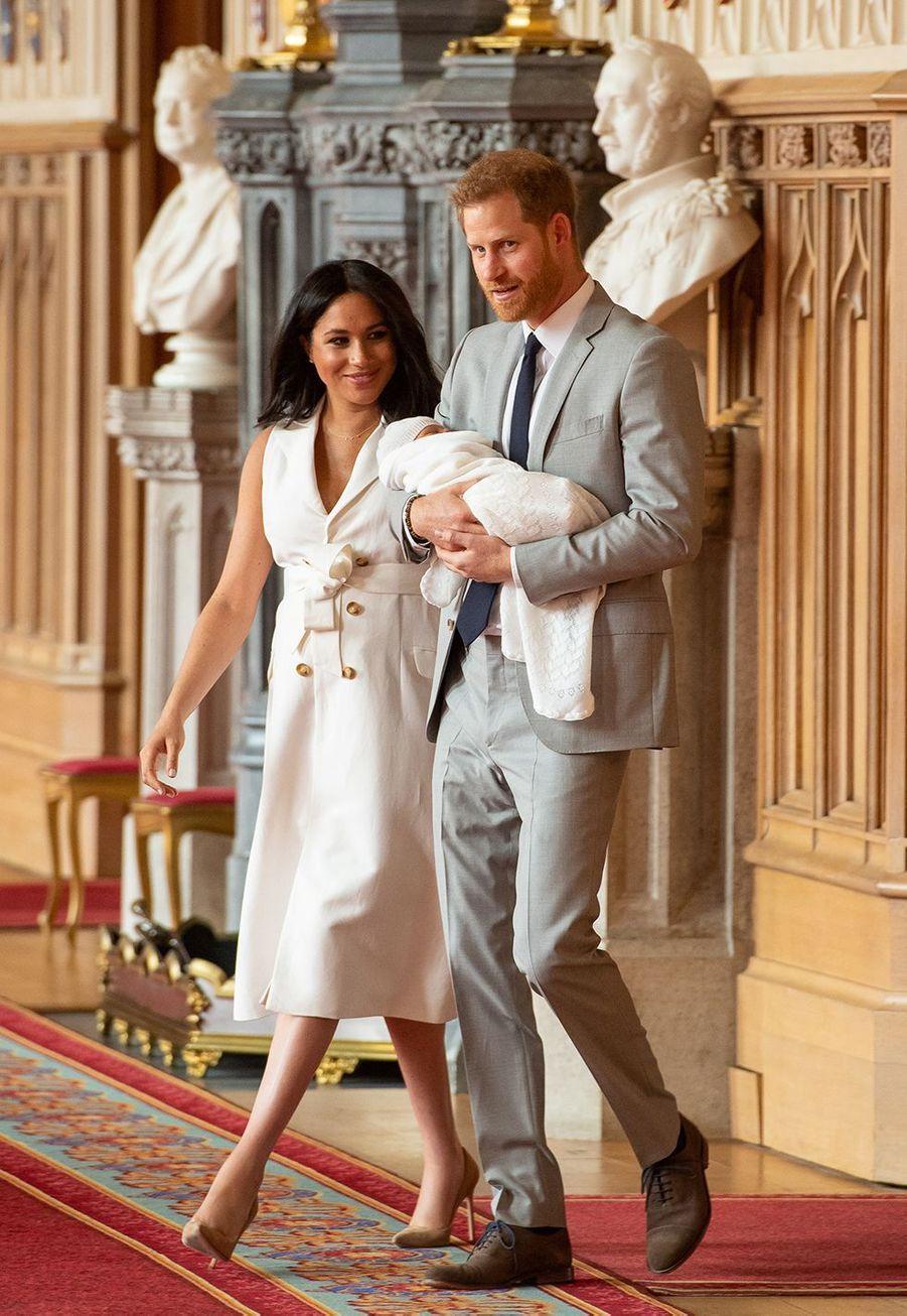 Meghan Markle et le prince Harry présentent leur fils au château de Windsor le 8 mai 2019