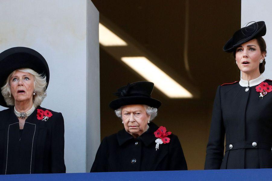 Camilla Parker-Bowles, la reine Elizabeth II et Kate Middletonaux commémorations du 11-Novembre.