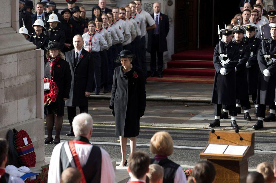 La Première ministre Theresa Mayaux commémorations du 11-Novembre.