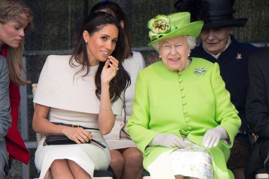 Meghan souriante auprès de la reine Elizabeth le 14 juin 2018.
