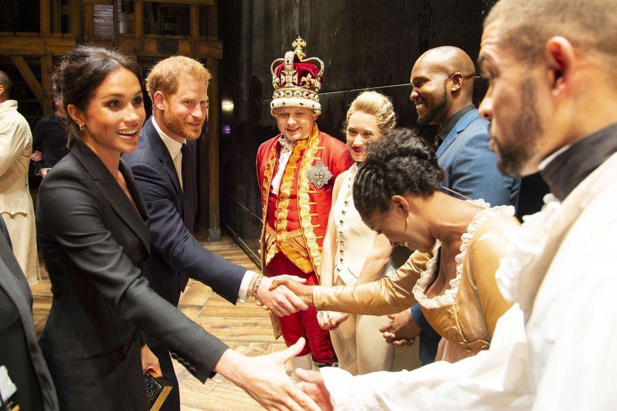 Meghan Markle a accompagné son époux le prince Harry mardi dernier lors du gala de présentation de la comédie musicaleHAMILTON au Victoria Palace Theatre de Londres. Une nouvelle fois, elle a charmé l'assistance par son sourire.