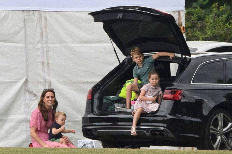 Kate Middleton et ses enfants Louis, George et Charlotte au King Power Charity Polo Day à Wokingham (Berkshire) le 10 juillet 2019