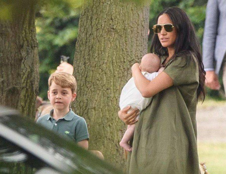 Meghan Markle et son fils Archie, George de Cambridgeau King Power Charity Polo Day à Wokingham (Berkshire) le 10 juillet 2019