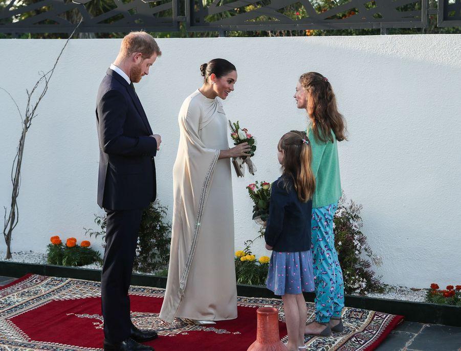 Le prince Harry et Meghan Markle assistent à une réception organisée par l'ambassadeur britannique au Maroc, Thomas Reilly, à la résidence britannique de Rabat, le 24 février 2019