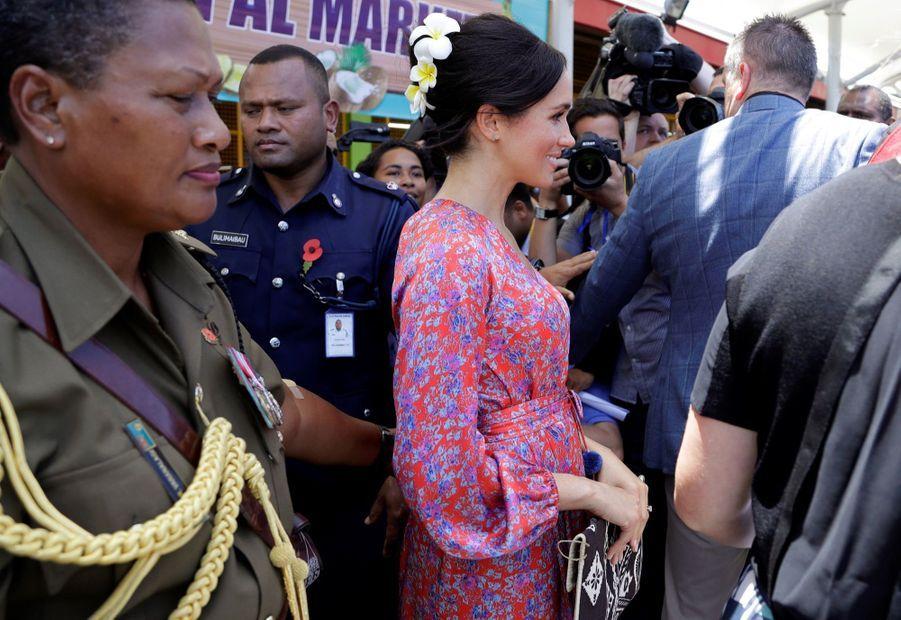Meghan En Visite Au Marché Couvert De Suva ( 1