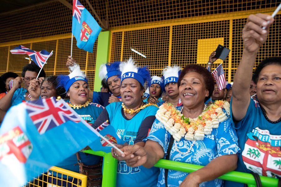 Meghan En Visite Au Marché Couvert De Suva ( 2
