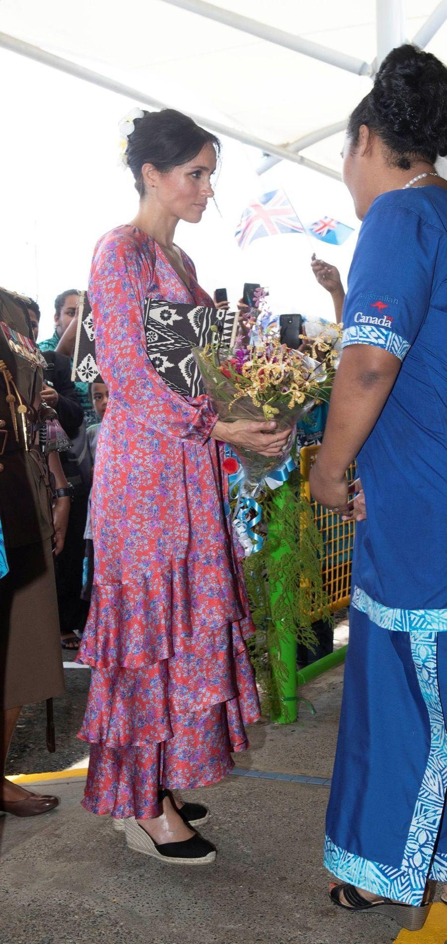 Meghan En Visite Au Marché Couvert De Suva ( 3