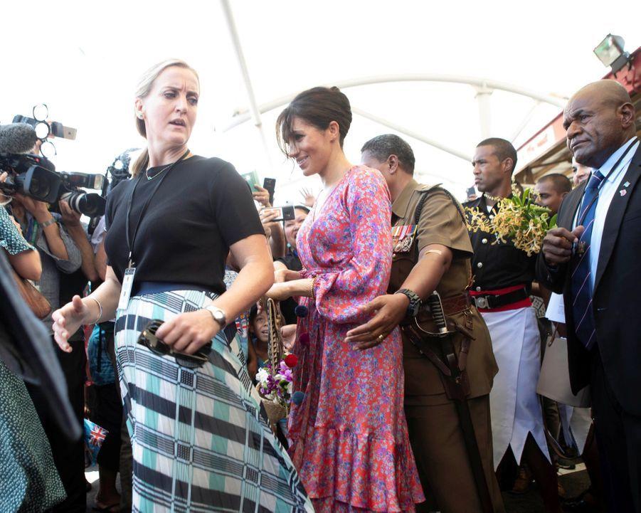 Meghan En Visite Au Marché Couvert De Suva ( 5
