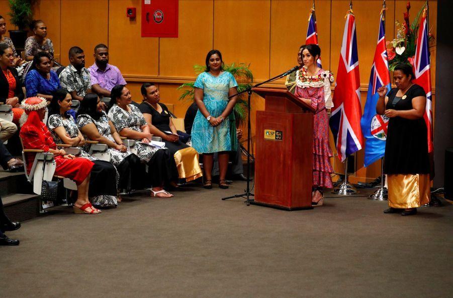 Meghan Et Harry À L'Université Du Pacifique Sud ( 8