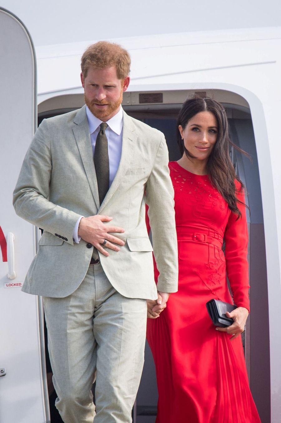 Meghan Et Harry Arrivent Au Royaume Du Tonga ( 1