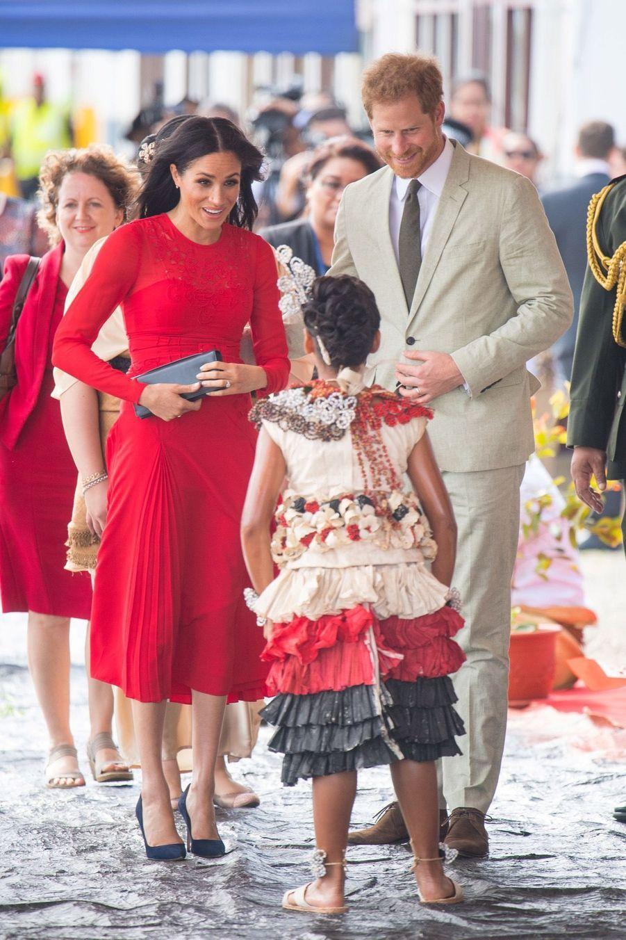 Meghan Et Harry Arrivent Au Royaume Du Tonga ( 10