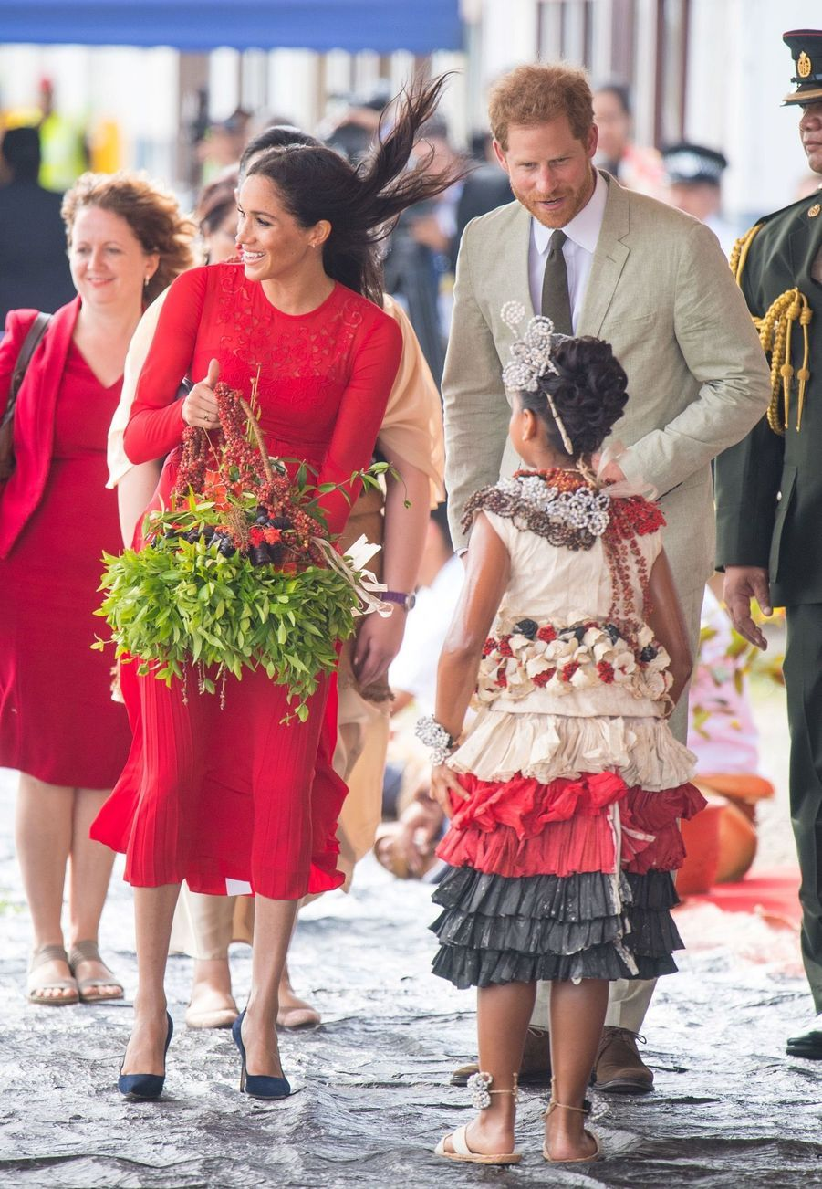 Meghan Et Harry Arrivent Au Royaume Du Tonga ( 11