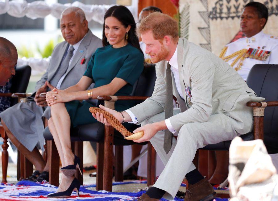 Meghan Et Harry Disent Au Revoir Aux Fidji ( 18