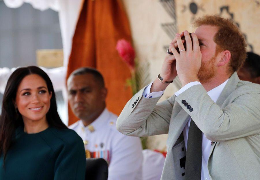 Meghan Et Harry Disent Au Revoir Aux Fidji ( 19