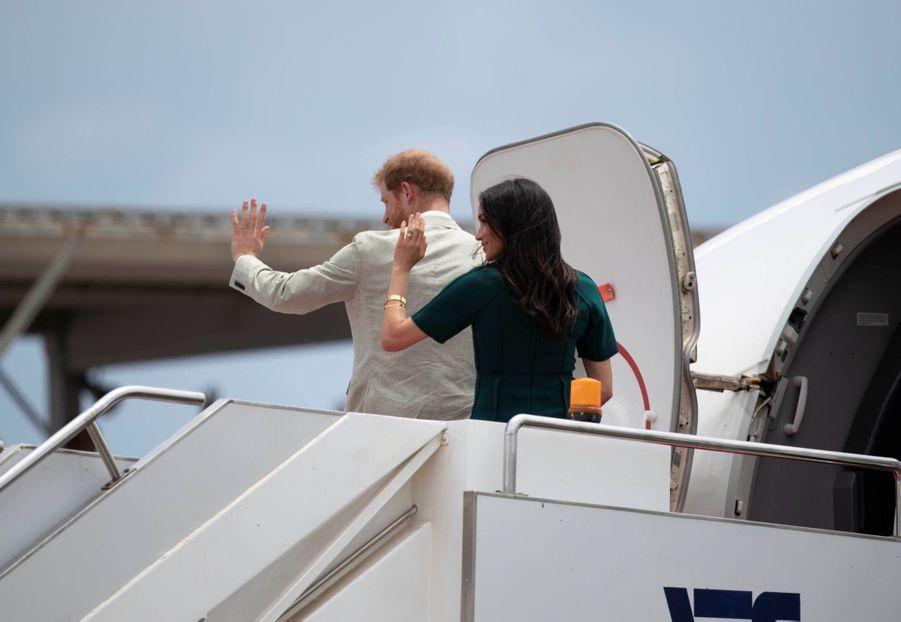 Meghan Et Harry Disent Au Revoir Aux Fidji ( 21