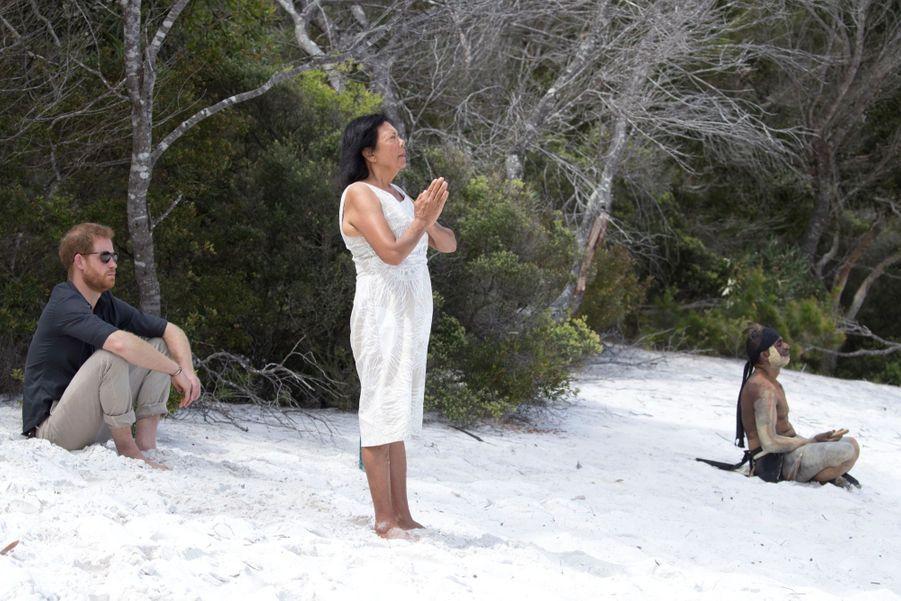 Le Prince Harry À La Rencontre D'une Communauté Aborigène En Australie ( 2