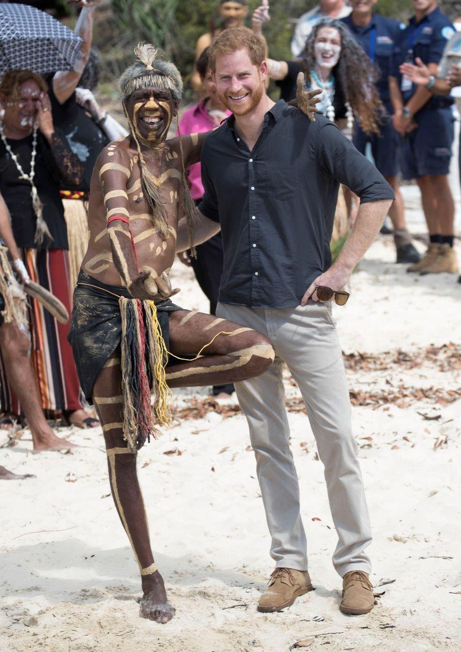 Le Prince Harry À La Rencontre D'une Communauté Aborigène En Australie ( 3
