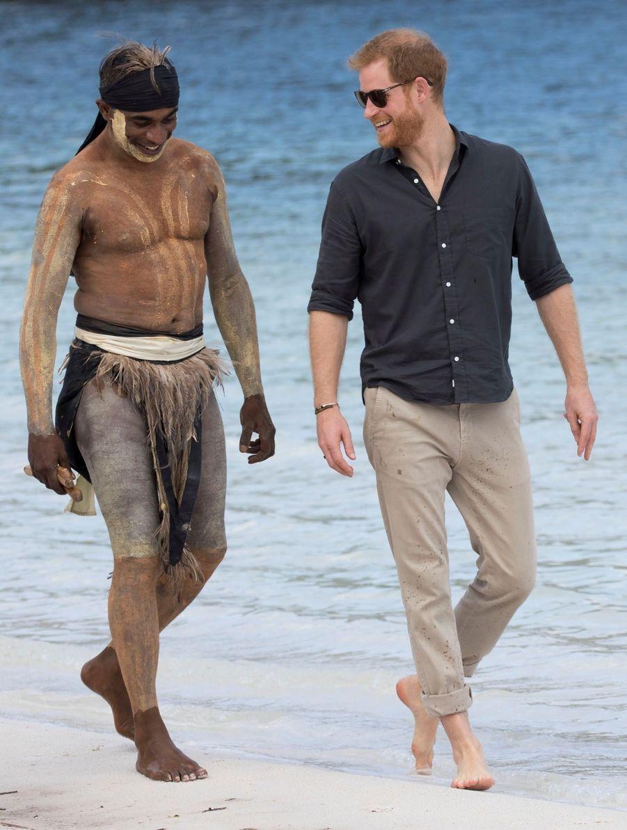 Le Prince Harry À La Rencontre D'une Communauté Aborigène En Australie ( 6