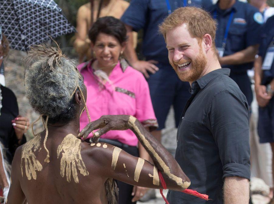 Le Prince Harry À La Rencontre D'une Communauté Aborigène En Australie ( 7
