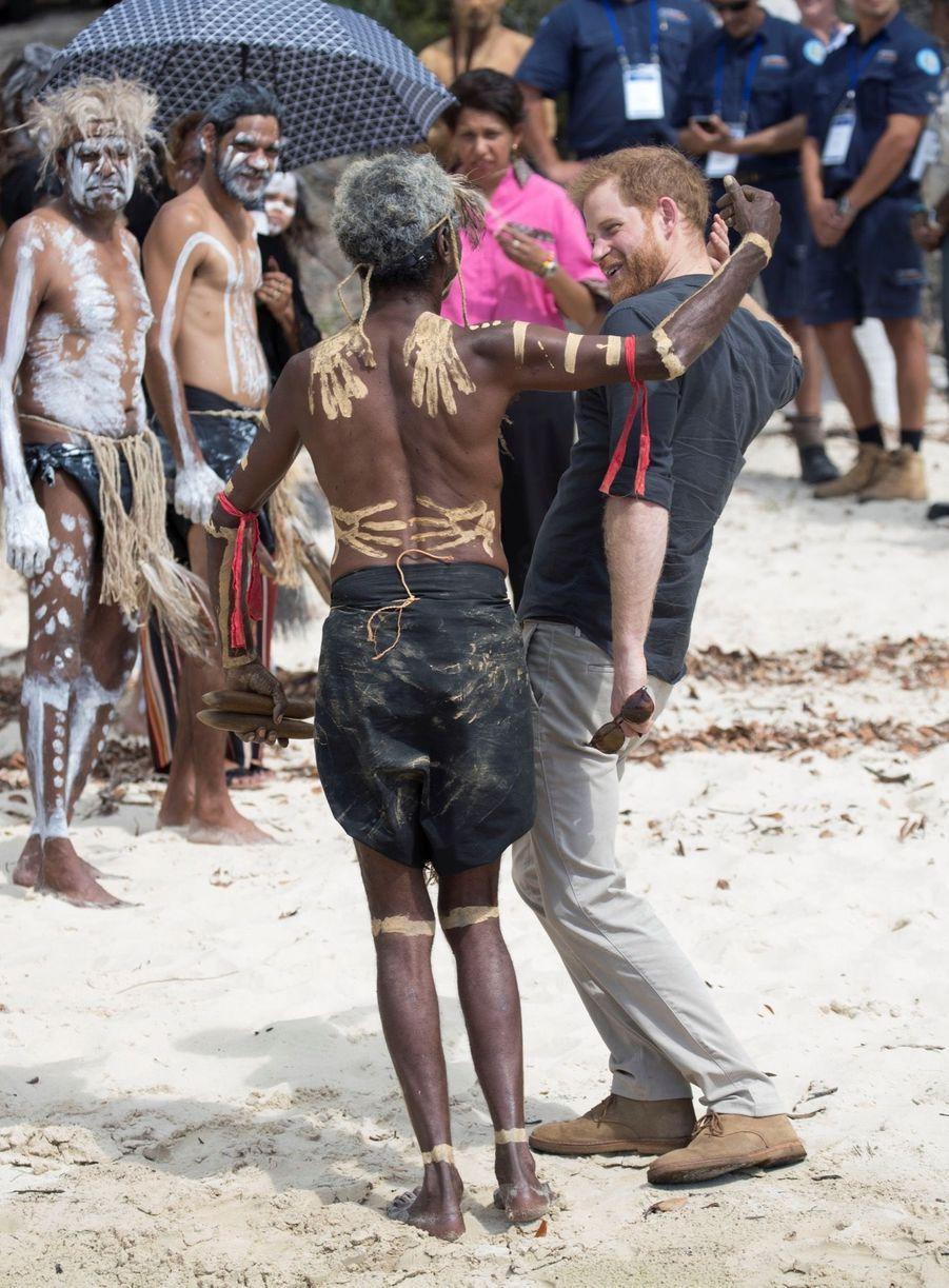 Le Prince Harry À La Rencontre D'une Communauté Aborigène En Australie ( 8