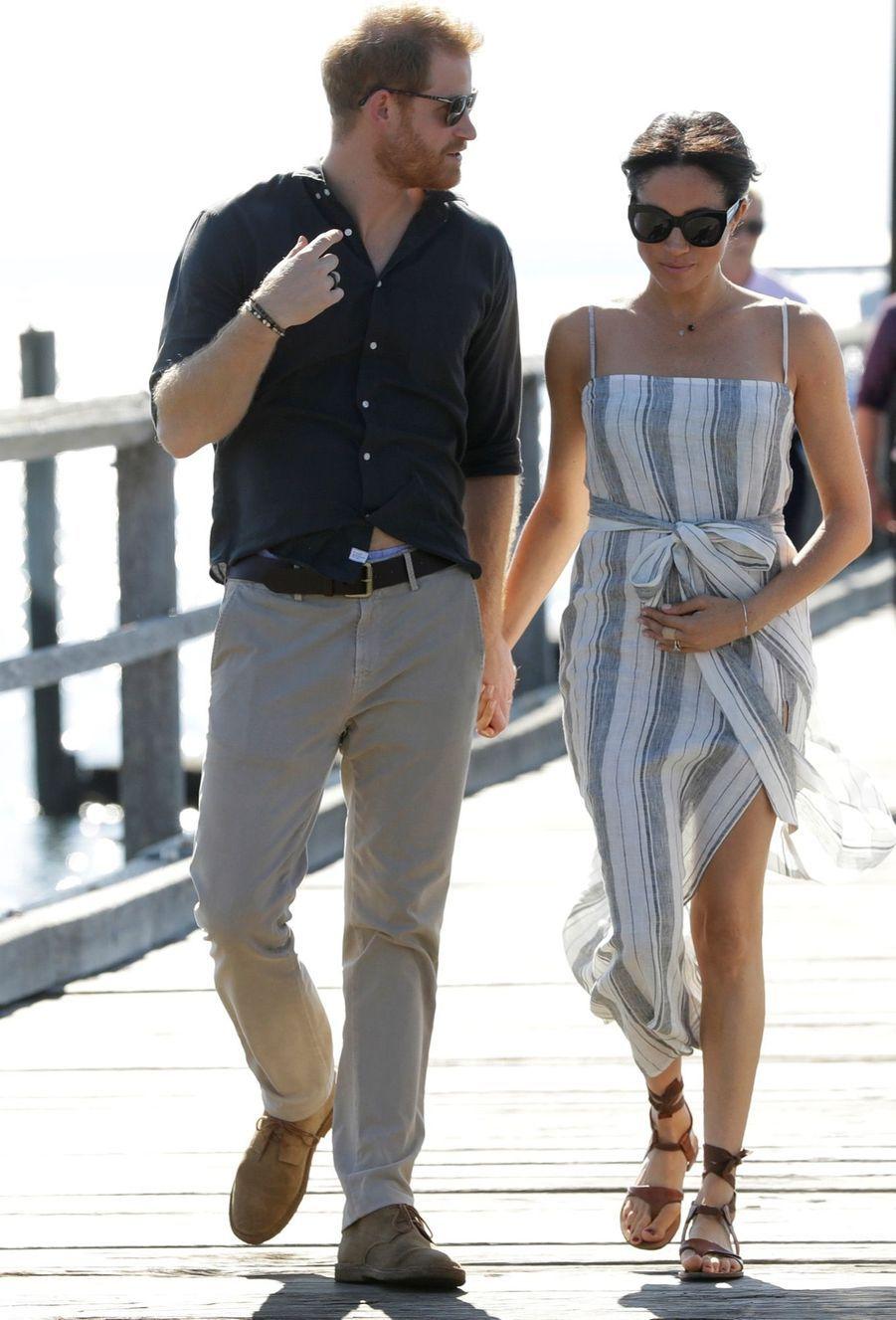 Meghan Et Harry, Promenade À Kingfisher Bay ( 11