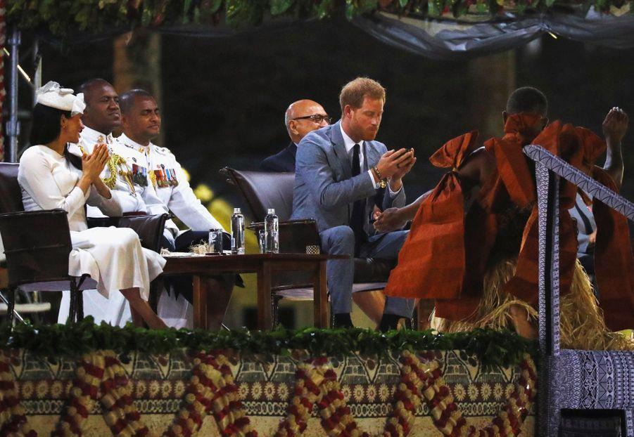 Meghan Et Harry Accueillis Aux Fidji ( 11