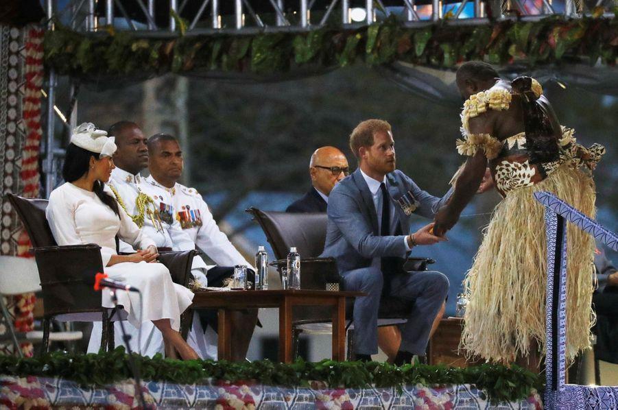 Meghan Et Harry Accueillis Aux Fidji ( 13