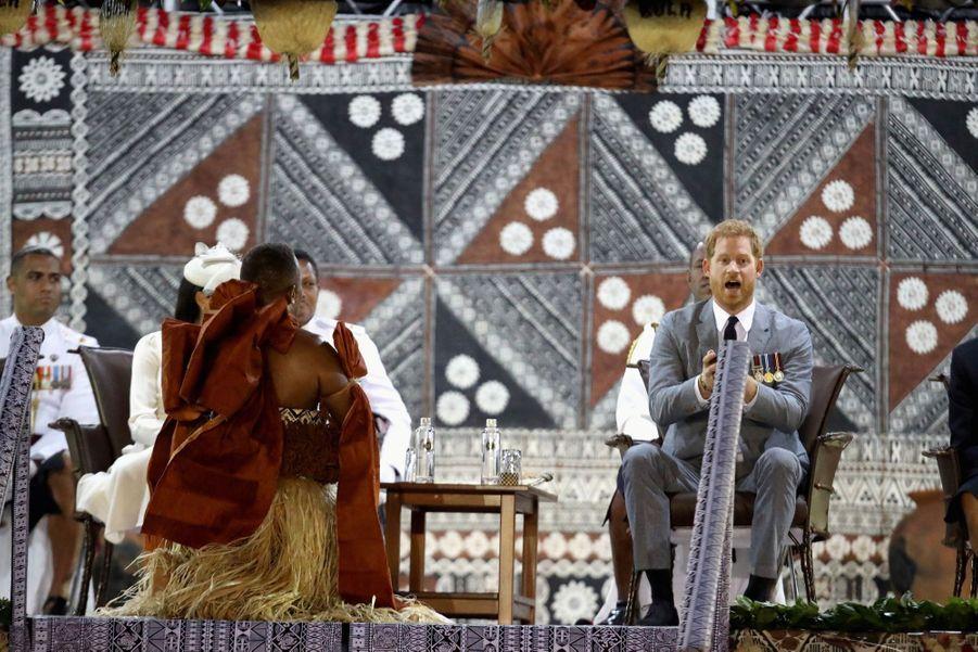Meghan Et Harry Accueillis Aux Fidji ( 19