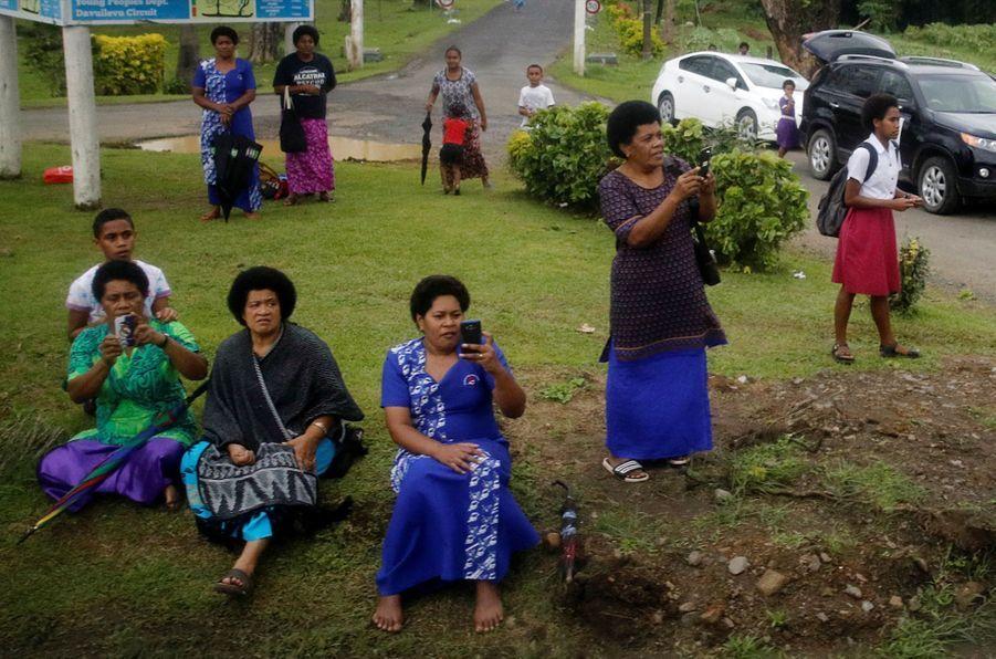 Meghan Et Harry Accueillis Aux Fidji ( 2