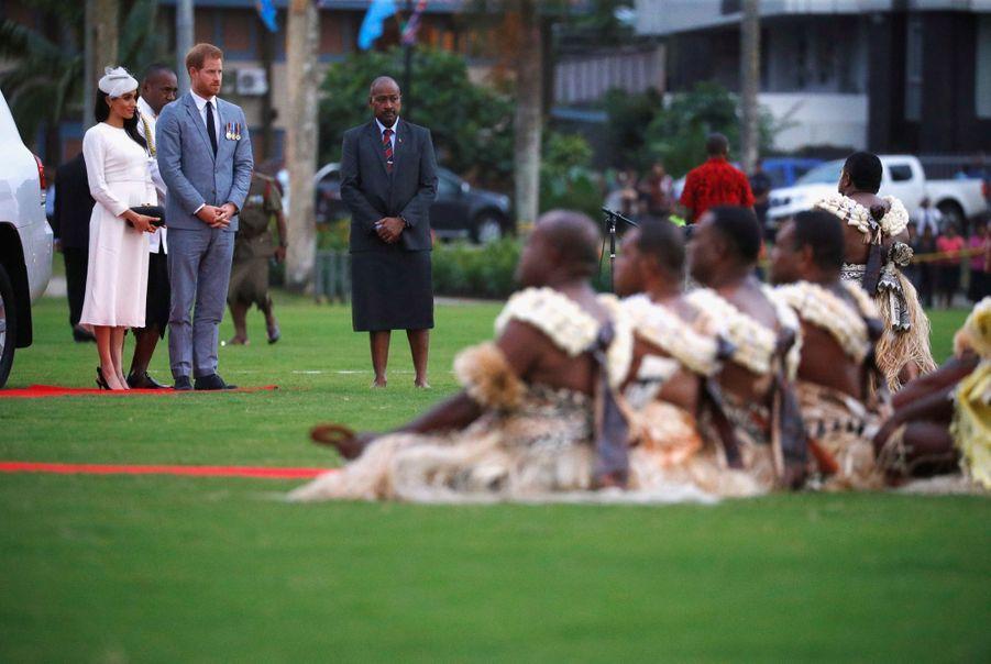 Meghan Et Harry Accueillis Aux Fidji ( 8