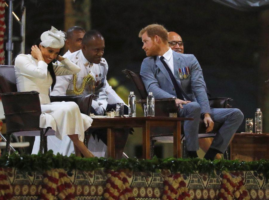 Meghan Et Harry Accueillis Aux Fidji ( 9