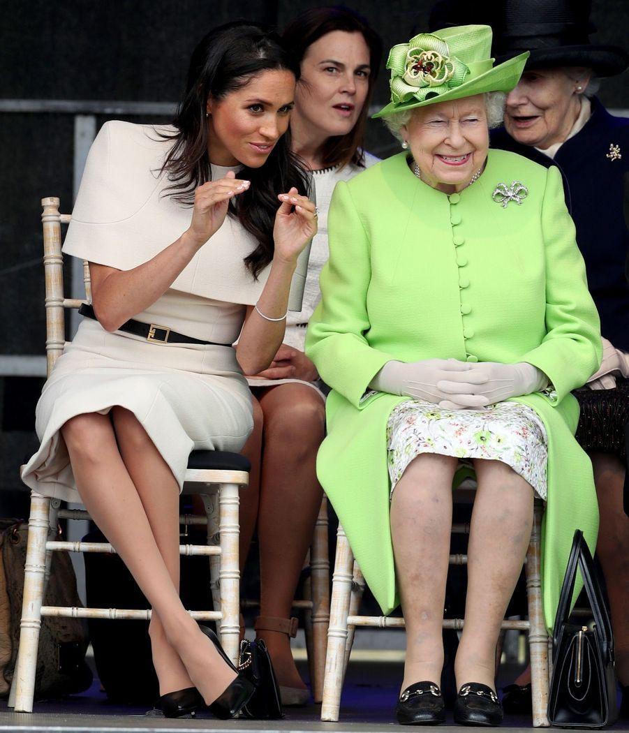 Meghan Markle Et La Reine Elizabeth II En Viste Dans Le Nord De L'Angleterre ( 10