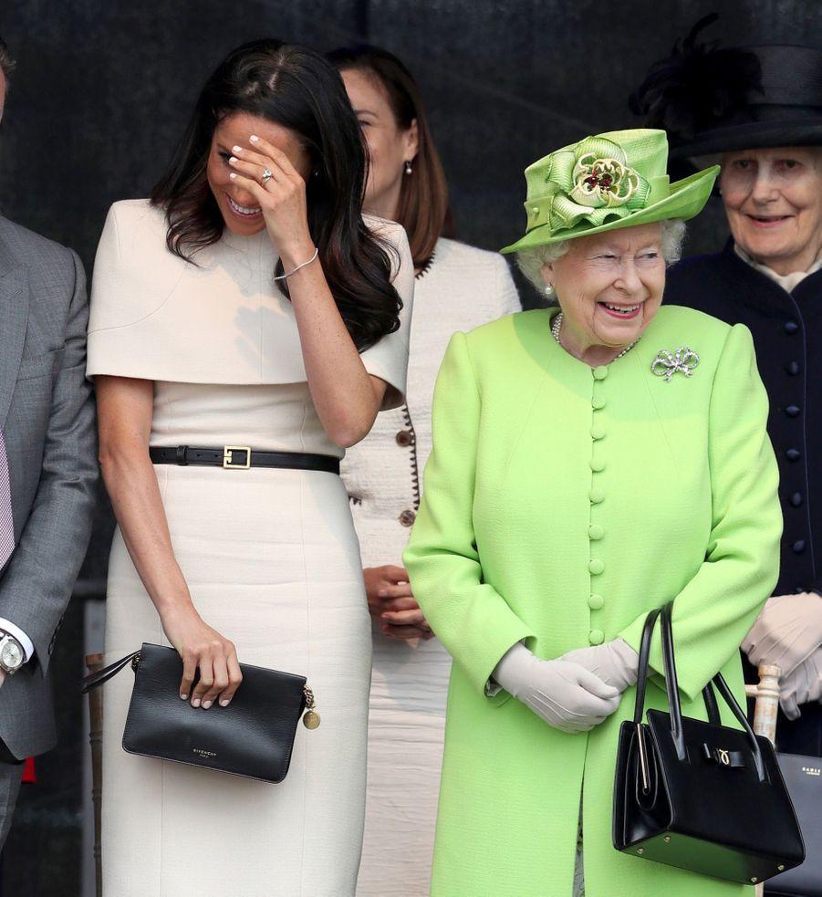 Meghan Markle Et La Reine Elizabeth II En Viste Dans Le Nord De L'Angleterre ( 11
