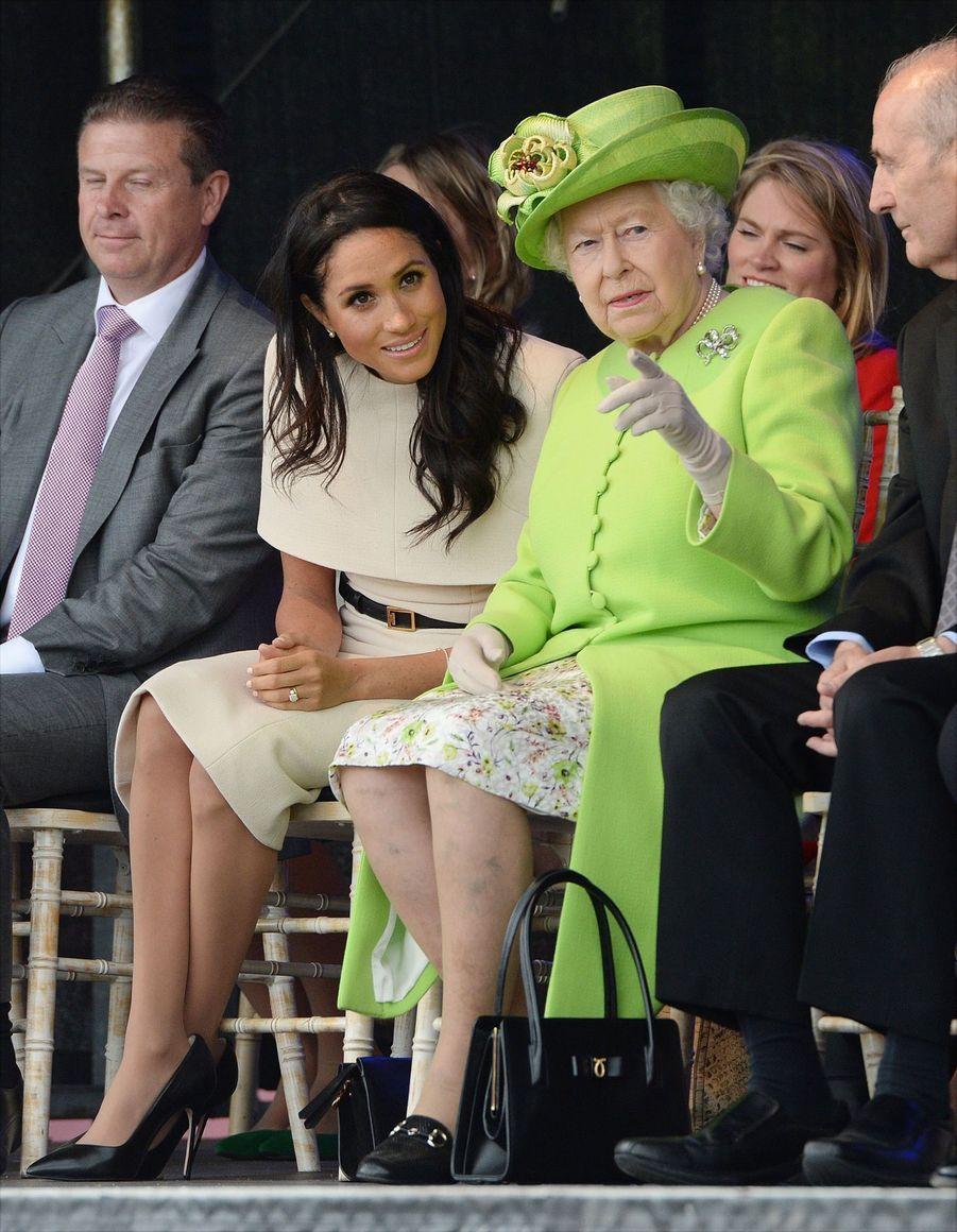 Meghan Markle Et La Reine Elizabeth II En Viste Dans Le Nord De L'Angleterre ( 12