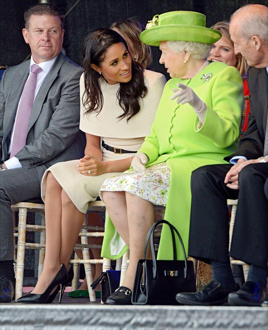 Meghan Markle Et La Reine Elizabeth II En Viste Dans Le Nord De L'Angleterre ( 13