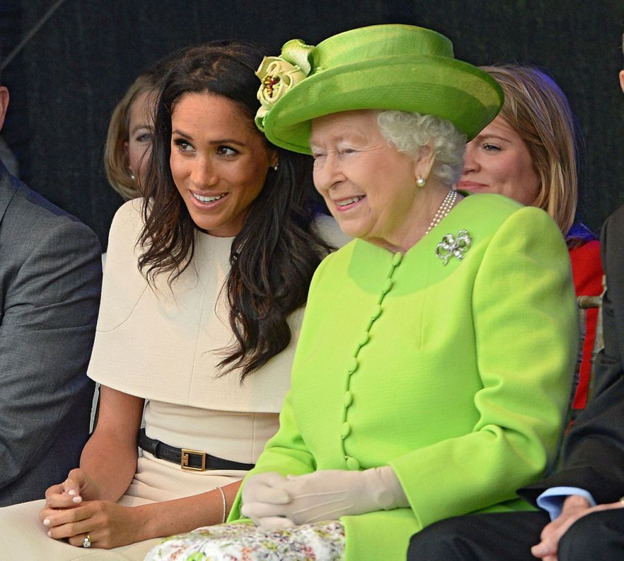 Meghan Markle Et La Reine Elizabeth II En Viste Dans Le Nord De L'Angleterre ( 14