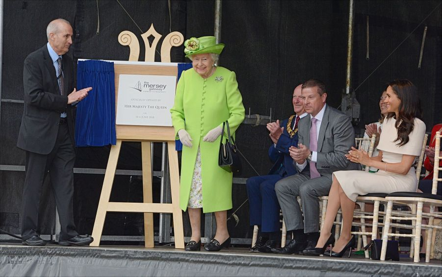 Meghan Markle Et La Reine Elizabeth II En Viste Dans Le Nord De L'Angleterre ( 15
