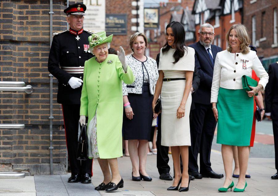 Meghan Markle Et La Reine Elizabeth II En Viste Dans Le Nord De L'Angleterre ( 16