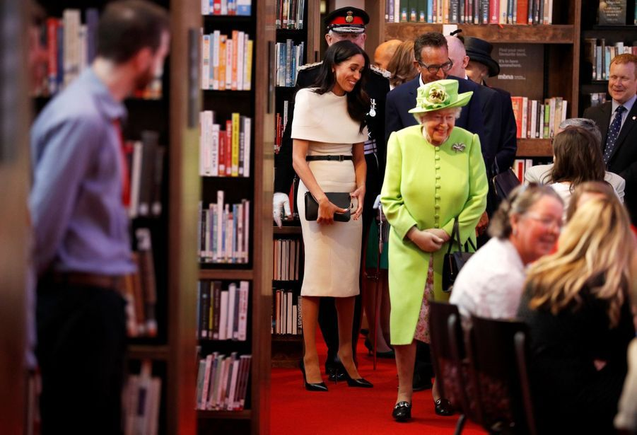Meghan Markle Et La Reine Elizabeth II En Viste Dans Le Nord De L'Angleterre ( 17
